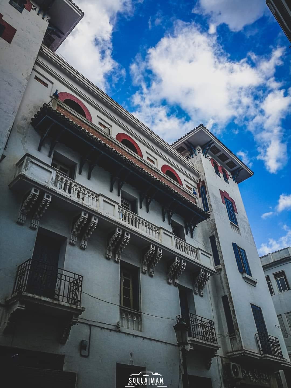 الصورة لأحد مباني الإنسانتشي بتطوان